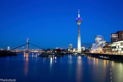 Praktikum in Düsseldorf - Blick über den Rhein auf den Fernsehturm